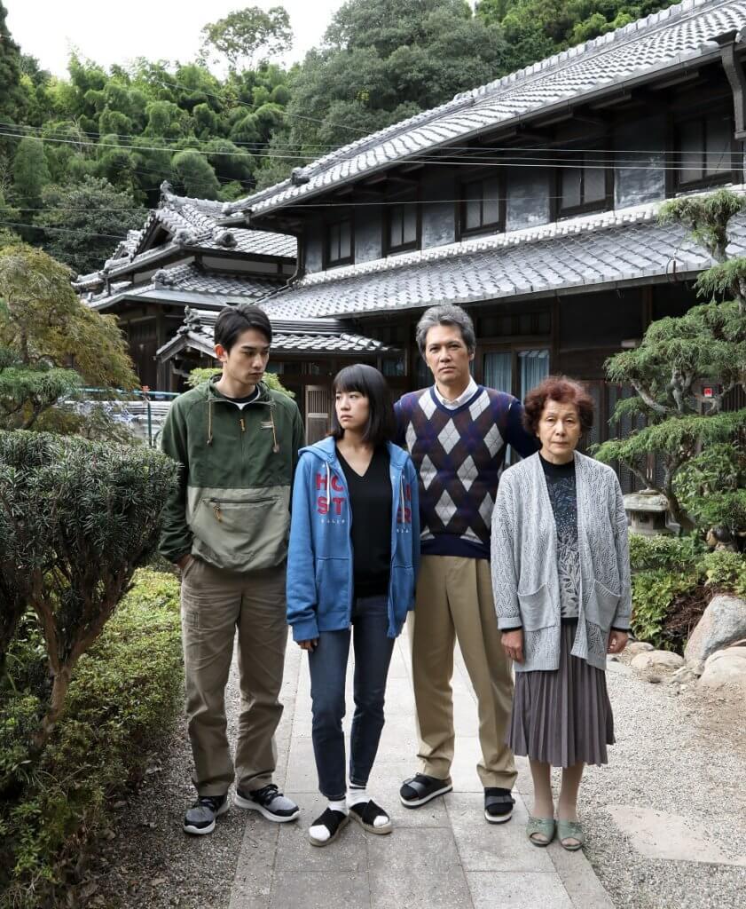 加藤雅也(右二)及石橋靜河(左二)主演的《二階堂家物語》,是一部高質素又獨特的日本家庭倫理片。