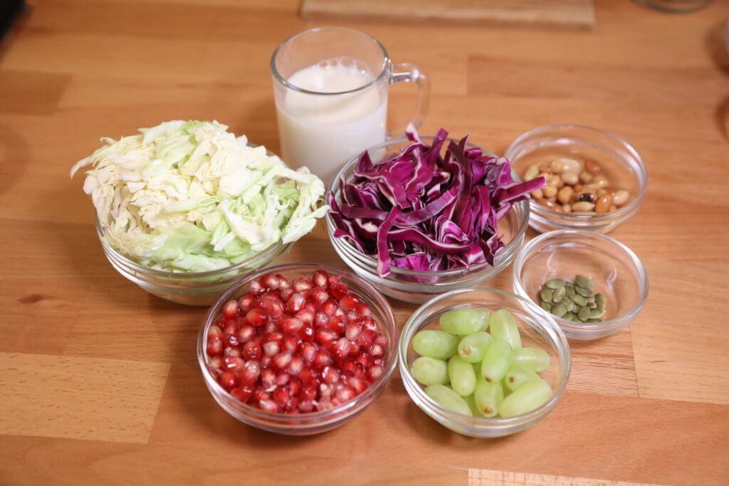 早餐: Morning drink+烚蛋+車厘茄 材料:紫色椰菜、旺菜、紅石榴、提子、植物奶、罐頭雜豆、南瓜籽