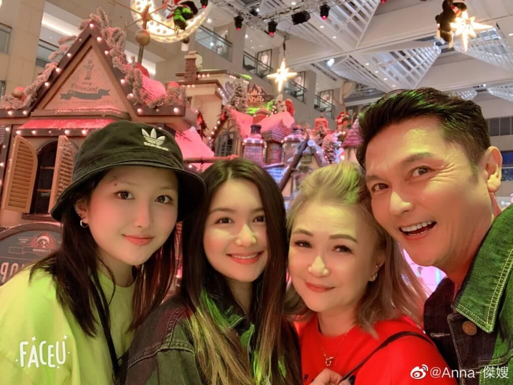 關禮傑有兩個女兒,長女楓馨沒有入娛樂圈,現正學習廚藝,幼女楓盈是大學生。