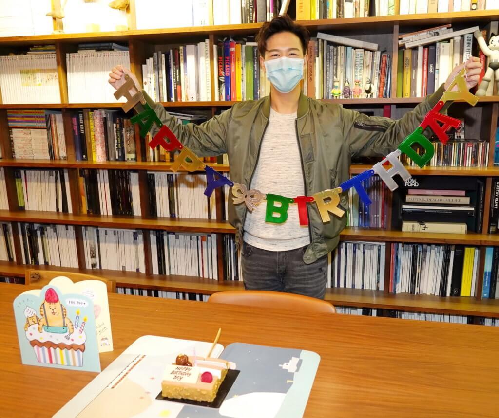 抗疫關係,早前舉行生日會也戴上口罩。