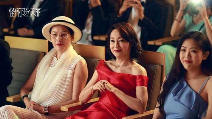 惠英紅戲外戲內都是影后,在預告片看到她上台領獎。