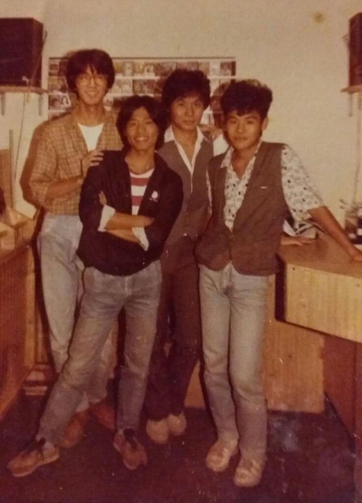 左起:鄧特希、曾謹昌、韋家輝、韋家雄,曾合資開唱片鋪。