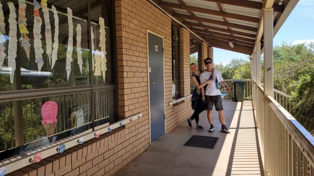 早前與老公重返兒時在澳洲的學校