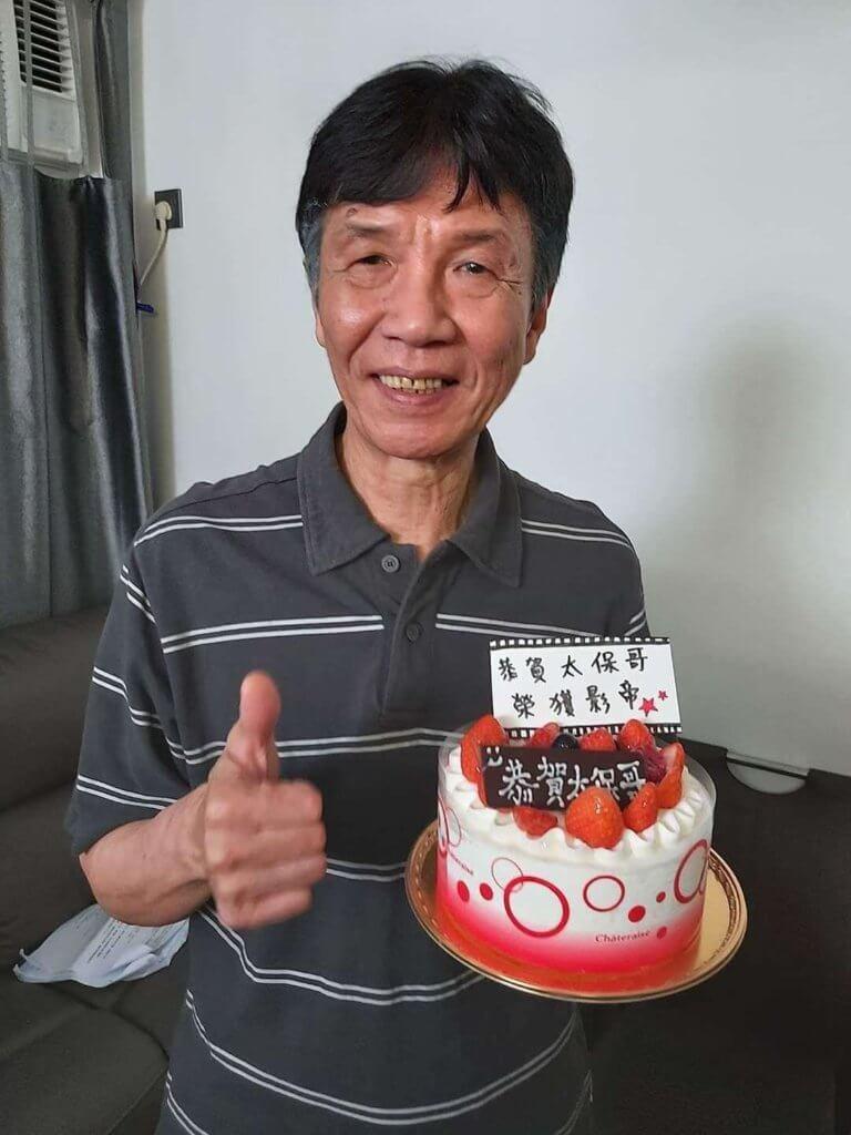 太保獲工作人員送上蛋糕祝賀外,身在台灣的兒子也致電恭賀。