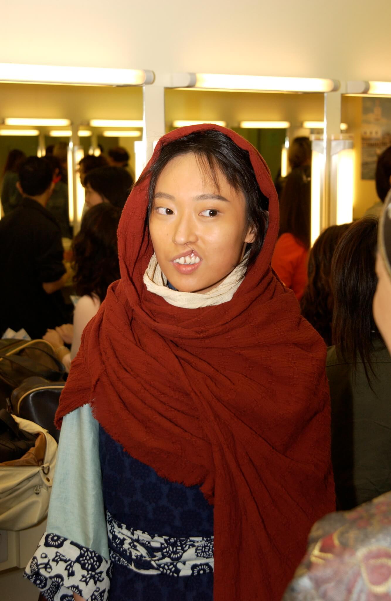 二○○六年於《火舞黃沙》飾演「兔唇女」茅小琴
