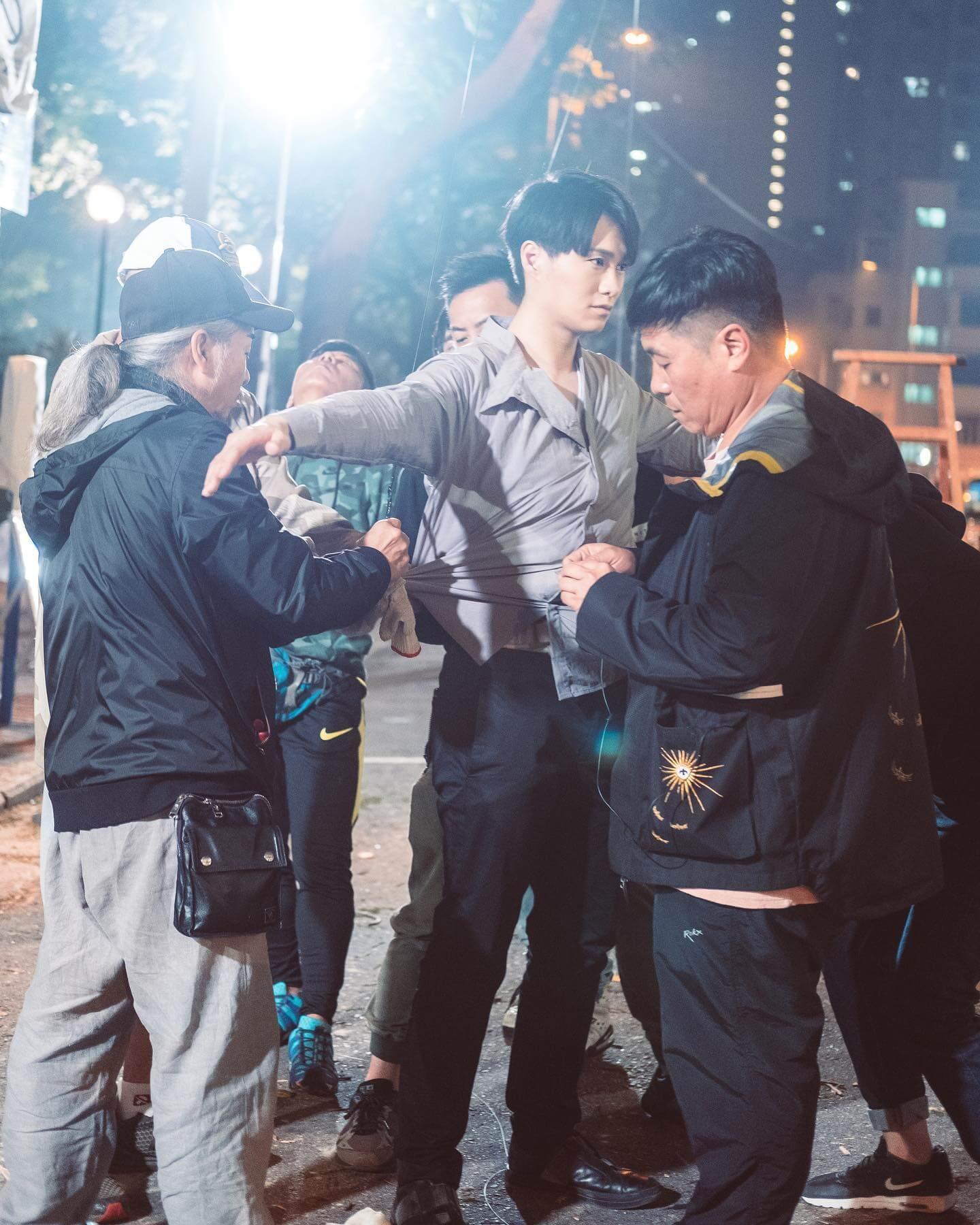 胡鴻鈞拍攝吊威也戲分,當然要做足安全措施。