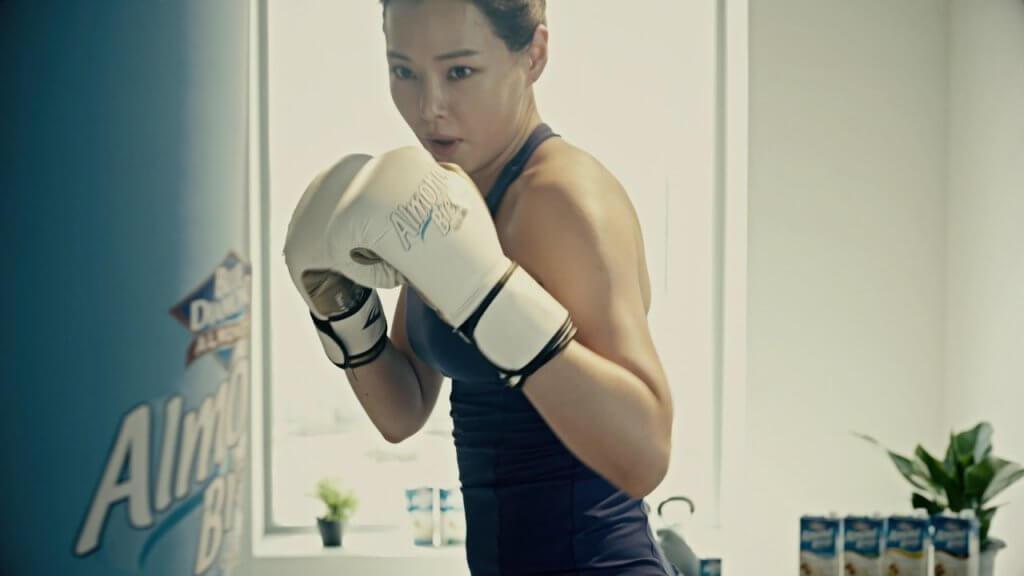 李荷妮熱愛運動,為果仁品牌代言正好展現她的健康美。