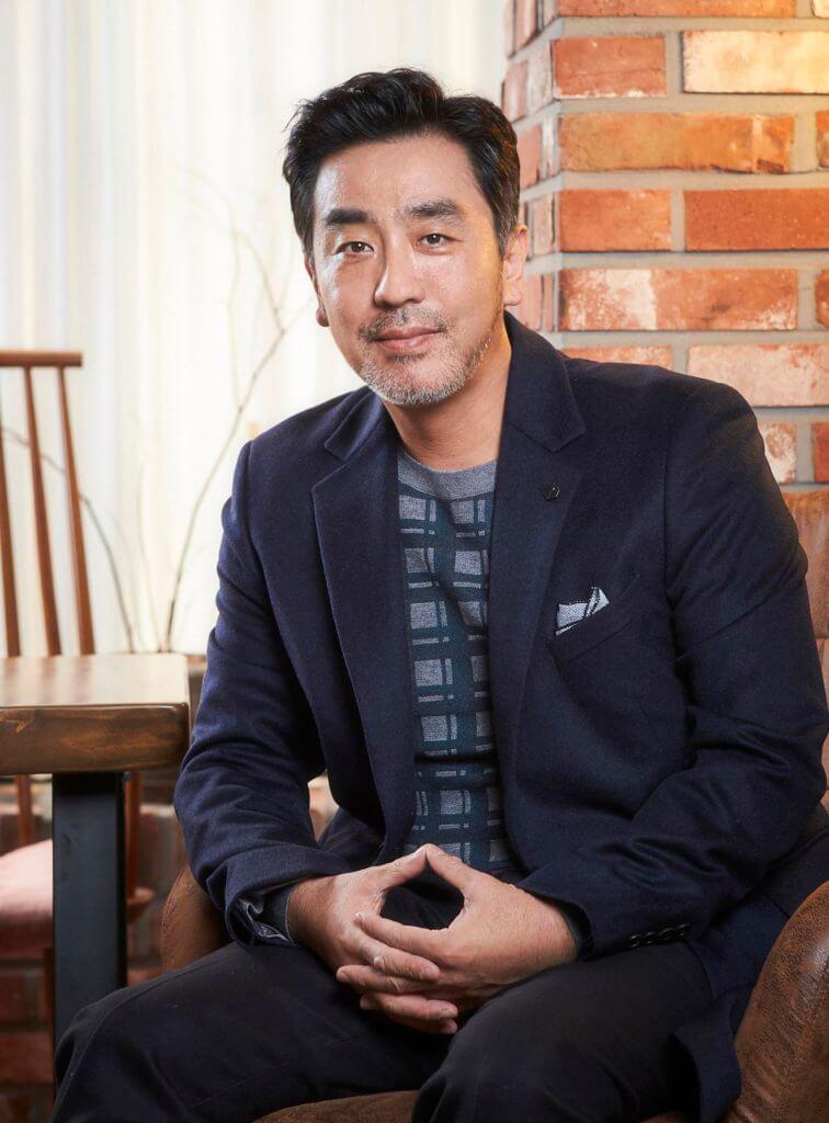《屍戰朝鮮》男星柳承龍將與河智苑在新片《雨光》合作,電影描述一對過慣高尚生活的夫婦,因一場意外而扭轉命運。
