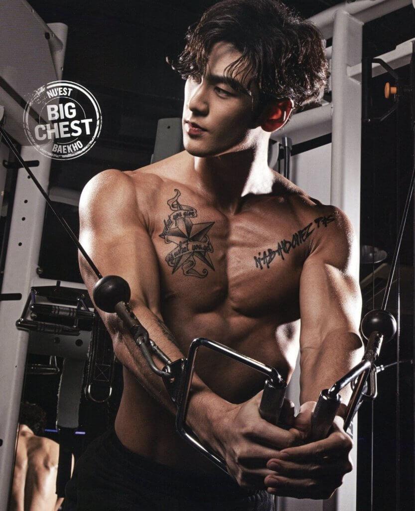 白虎兩度登上健身雜誌封面,他也親身示範如何增強肌肉力量。
