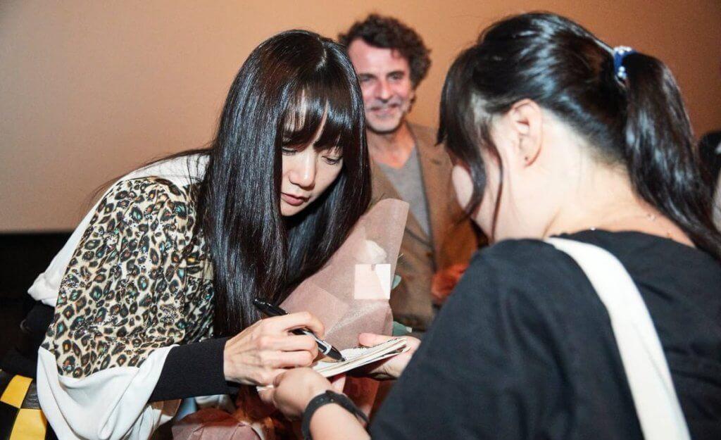 電影在去年釜山國際電影節首映,裴斗娜與導演專程到戲院與觀眾交流。