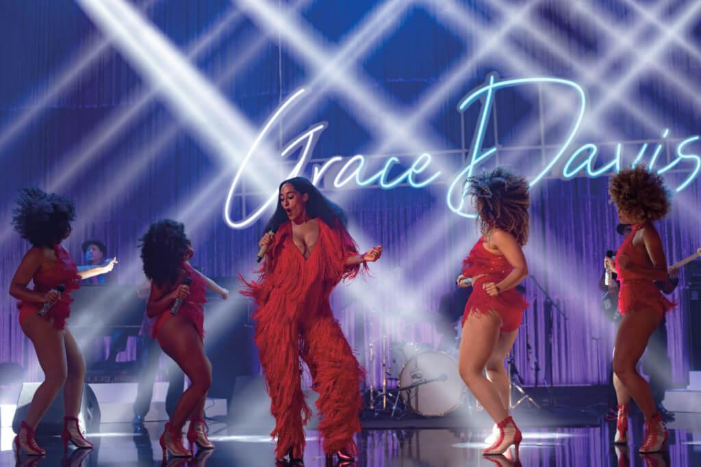 翠茜扮演的天后Grace Davis在台上載歌載舞時,有巨星的壓場氣勢。