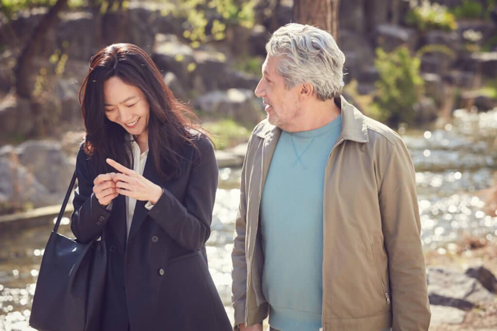 裴斗娜在片中帶亞倫夏巴遊歷首爾