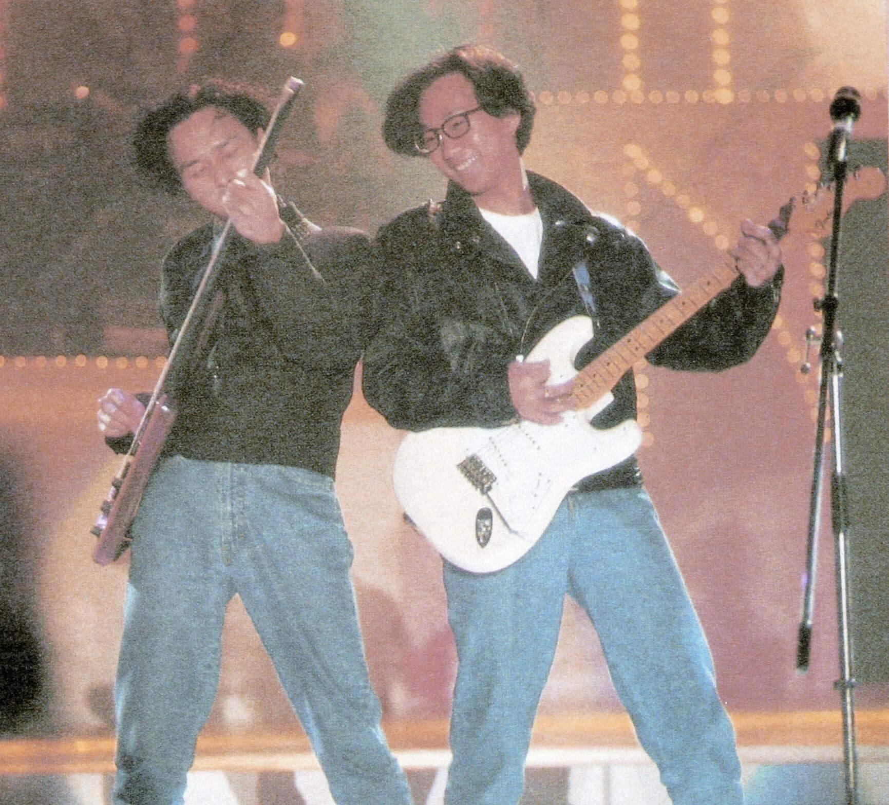 Beyond大受年輕人歡迎,九○年,踏上了十大金曲頒獎禮的舞台。