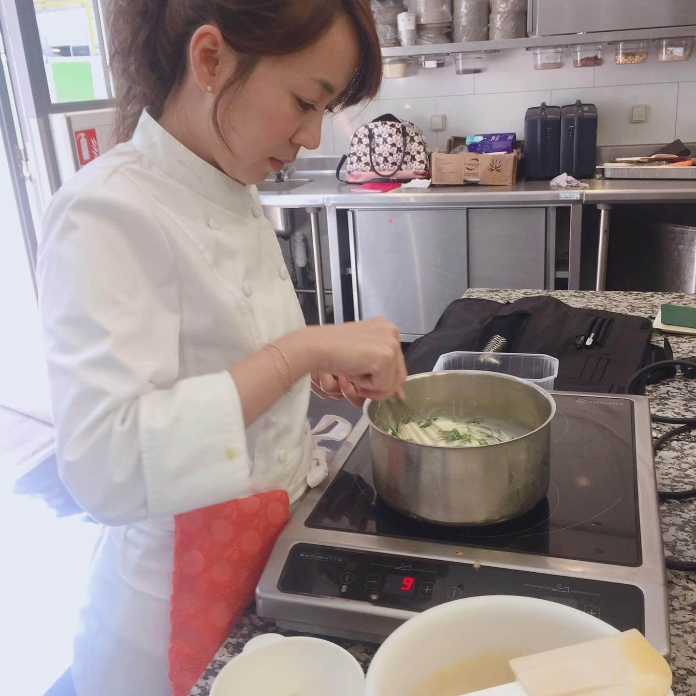 王婷萱喜歡法式甜品,更專程到巴黎上學習,於facebook也開設了「蜜斯王dessert matters」專頁。