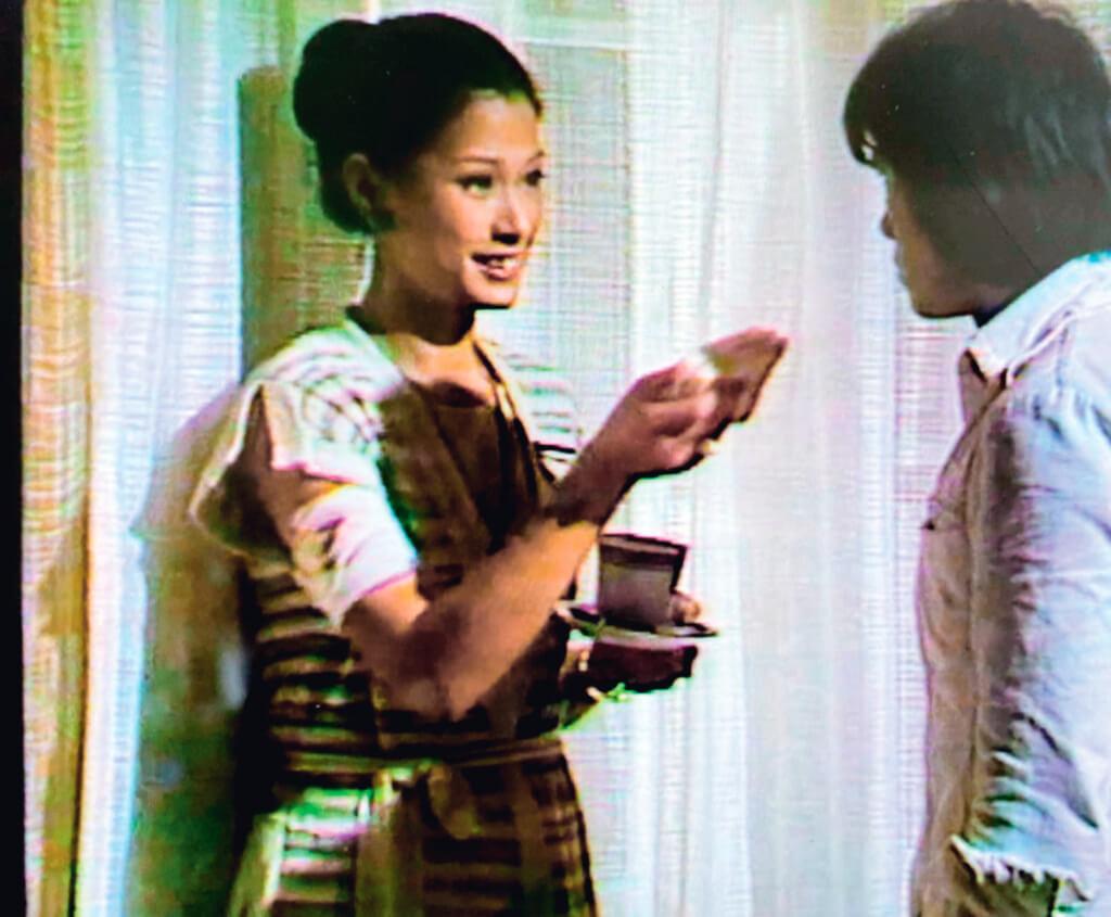 黃淑儀飾演的李韶如在出電梯時被殺手挾持回自己房間,乃她的運氣不佳。但想深一層,這真是純屬意外?有韻味的成熟女性,本來就是殺手的對象,為什麼編劇不借開篇一石二鳥:「酒店」是「蕩婦」,李韶如是「母性」,其實兩者結合,頭四集的摧花案便不只是橋段了。
