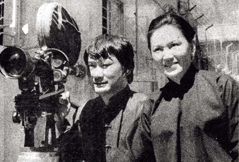 炳哥與琴姐在《歡樂今宵》合演的趣劇《大鄉里》大受歡迎,兩人更跳上大銀幕,合演了多齣以「炳門」、「炳嫂」做主角的電影。