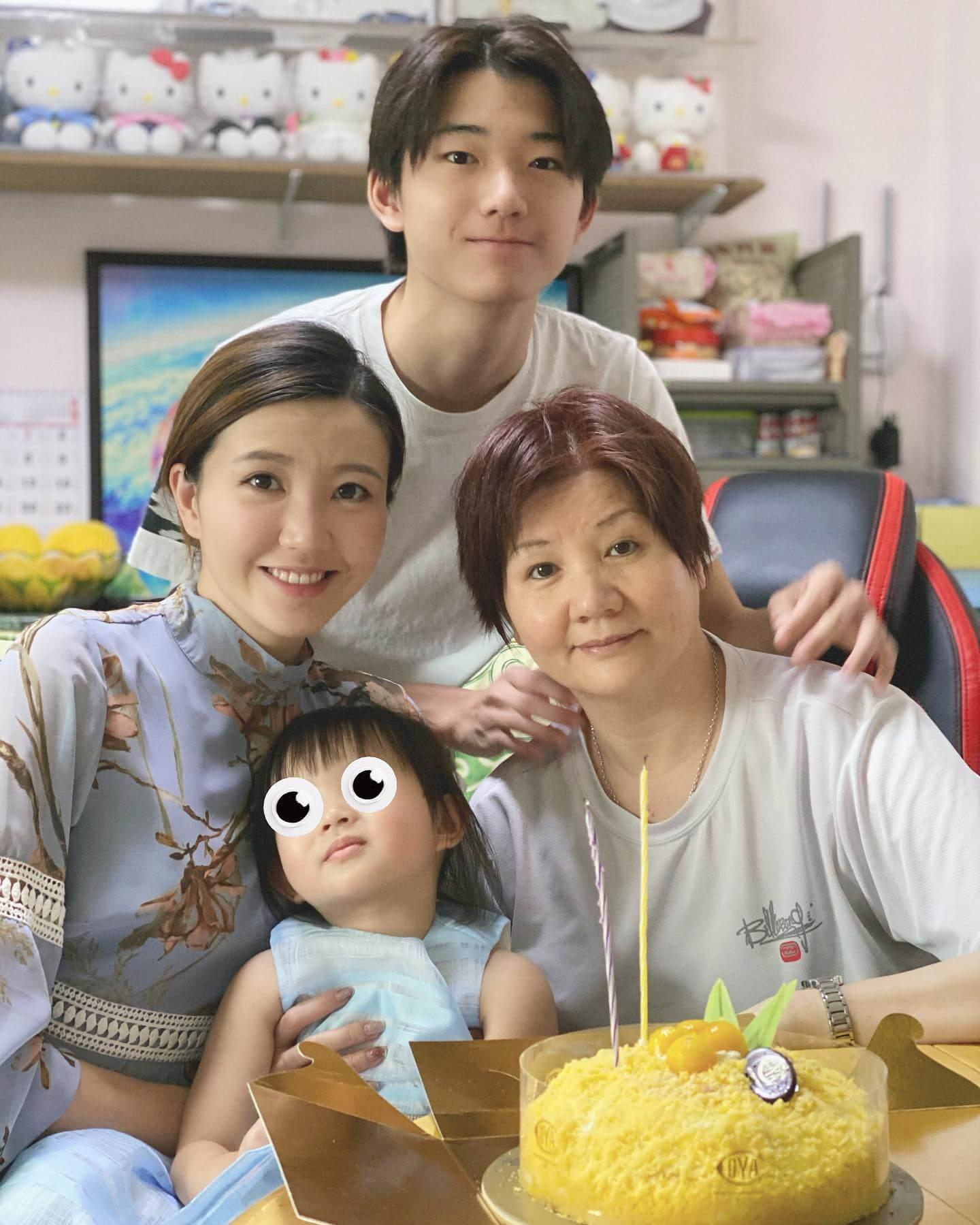 Jinny很孝順,會帶囡囡陪媽咪及弟弟相聚。