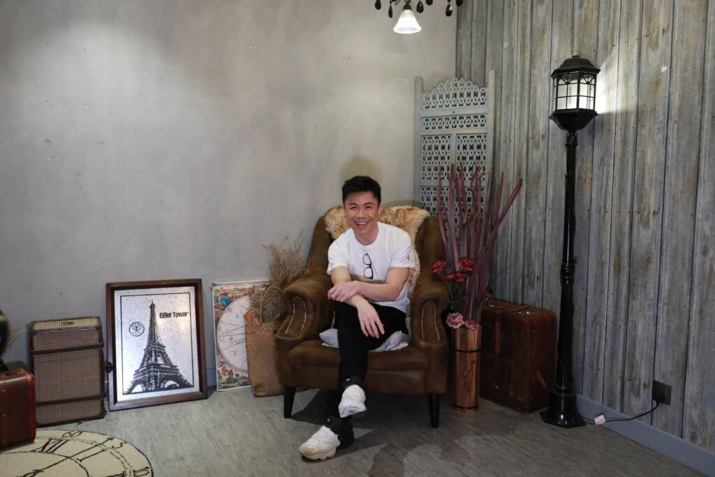 陳奐仁十二歲那年證實有弱聽問題,長大後成了音樂人,父母至今都擔心他難以為生。