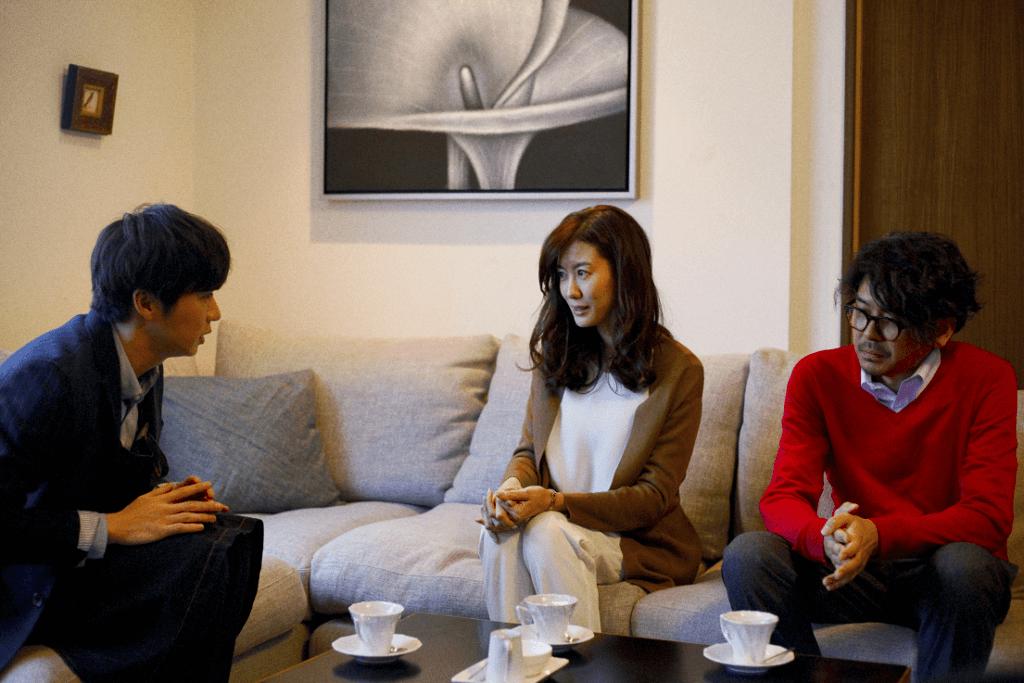 友坂理惠飾演的人妻暗戀田中圭,丈夫竟然幫她表白,希望可以撮合二人。