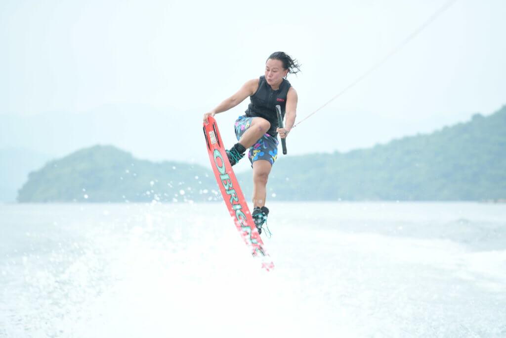 陳敏兒因為享受滑水運動,比賽時表現穩定增加了得獎機會。