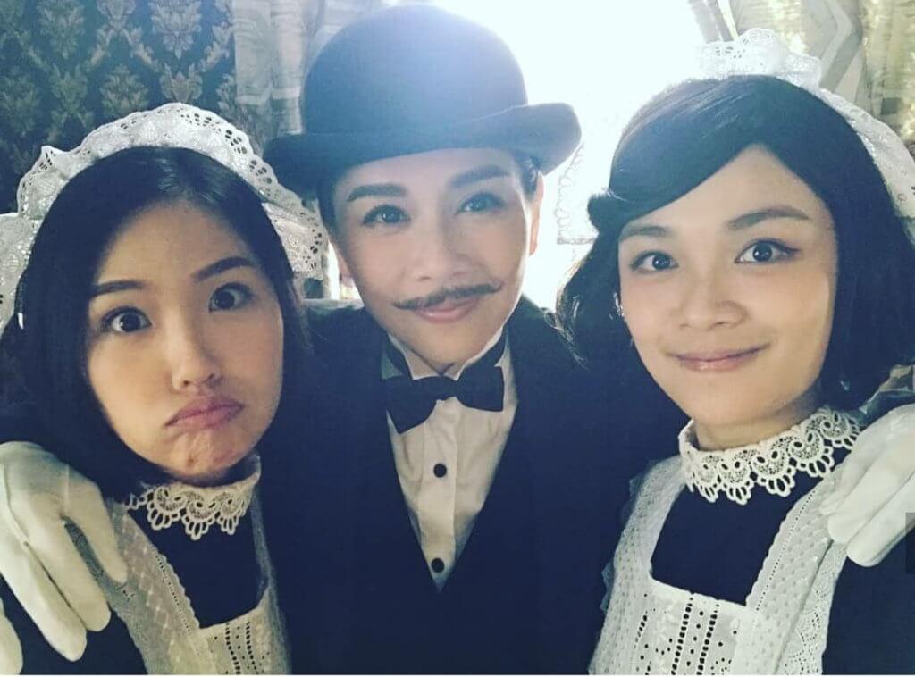 孟希璘在劇集《福爾摩師奶》與陳松伶合作,在劇中以一身女僕打扮示人。