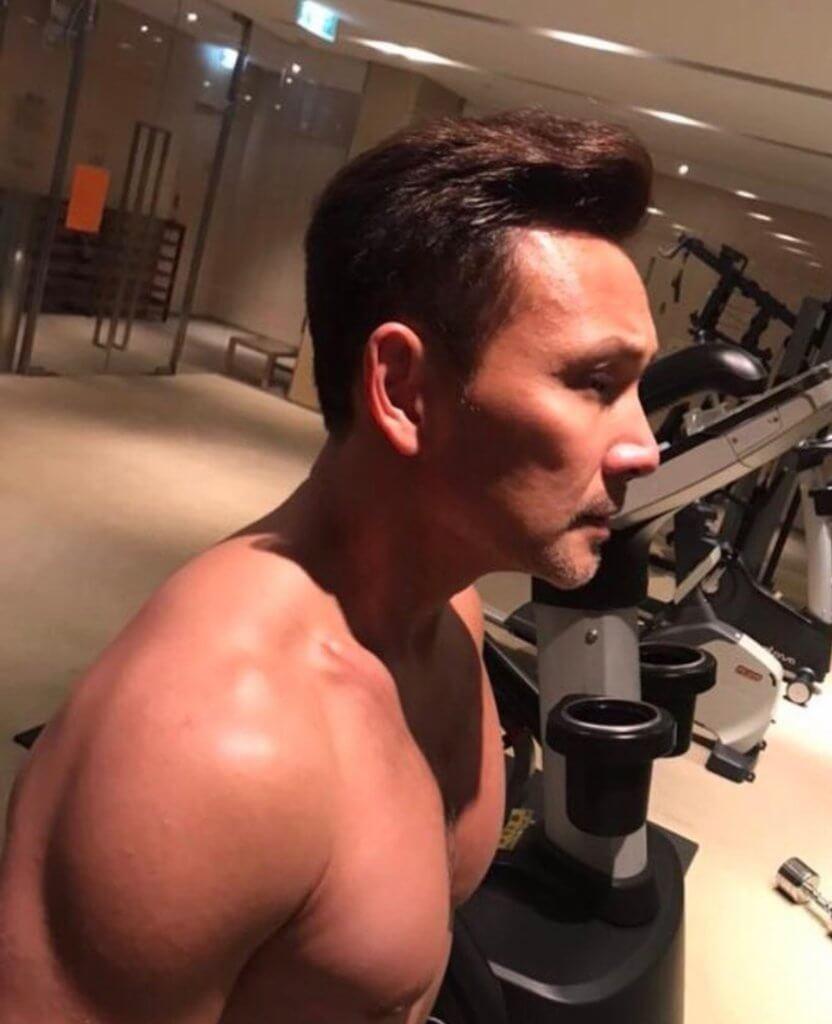 林文龍在新劇中飾演拳館師傅,為了其中一場只有十多秒的擂台戰,他花了兩個多月去操肌,為了達到最佳效果,拍攝前一天還要禁水。