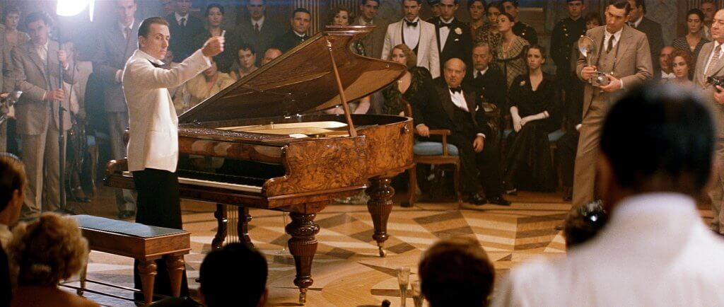 添羅夫飾演在郵輪上誕生的天才鋼琴師,他無師自通,一生不曾踏足陸地。
