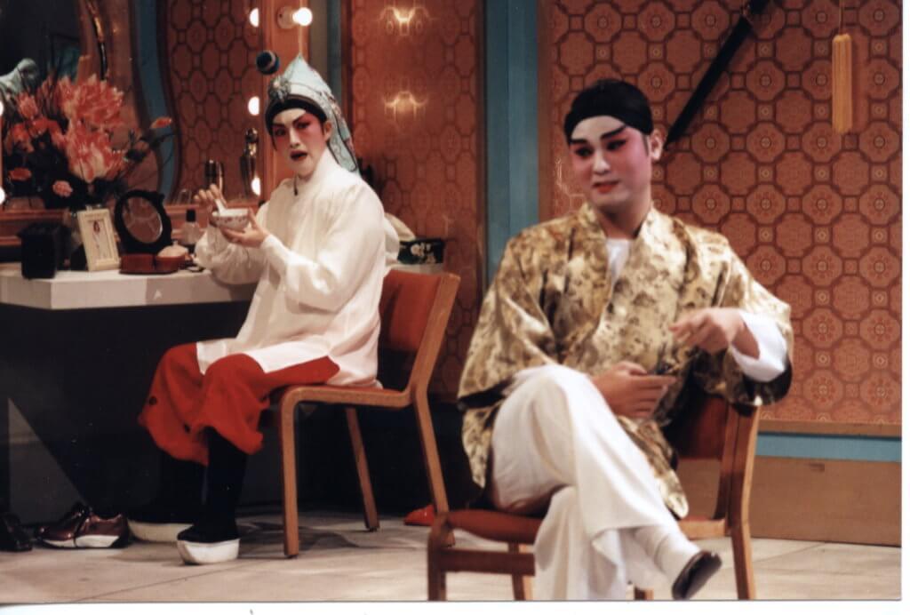 九六年舞台劇《虎度門》飾演的冷劍心,獲得跨演藝媒界傑出表現獎。