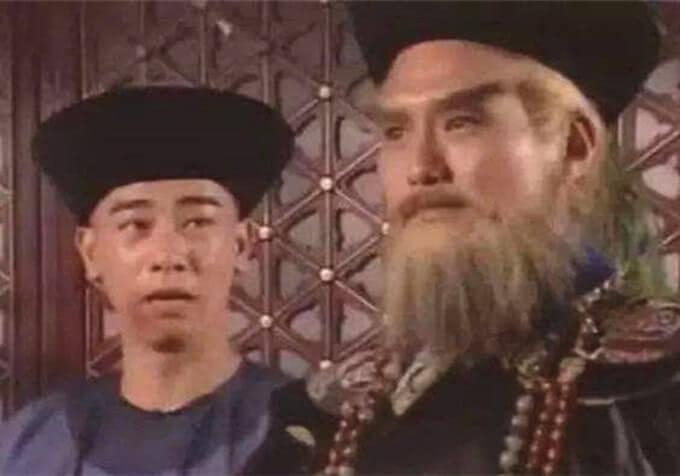 王俊棠在98年劇集《鹿鼎記》演鰲拜,古裝對白令他驚覺自己不懂演戲,對手是演韋小寶的陳小春。