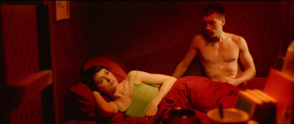 憤青麥威與女友奧莉婭的文戲拍得很像《花樣年華》