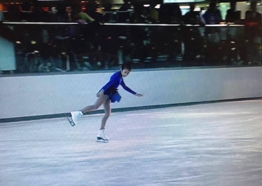自幼已練習花式溜冰,更參加過不少比賽。