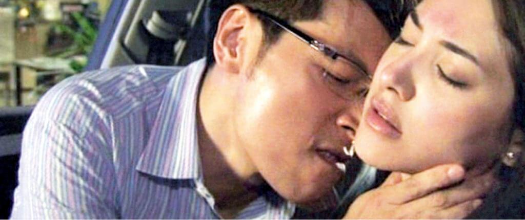 譚偉權在劇集《名門暗戰》飾演大奸角何永年,在劇中下藥迷姦陳凱琳,令此劇引起不少迴響。