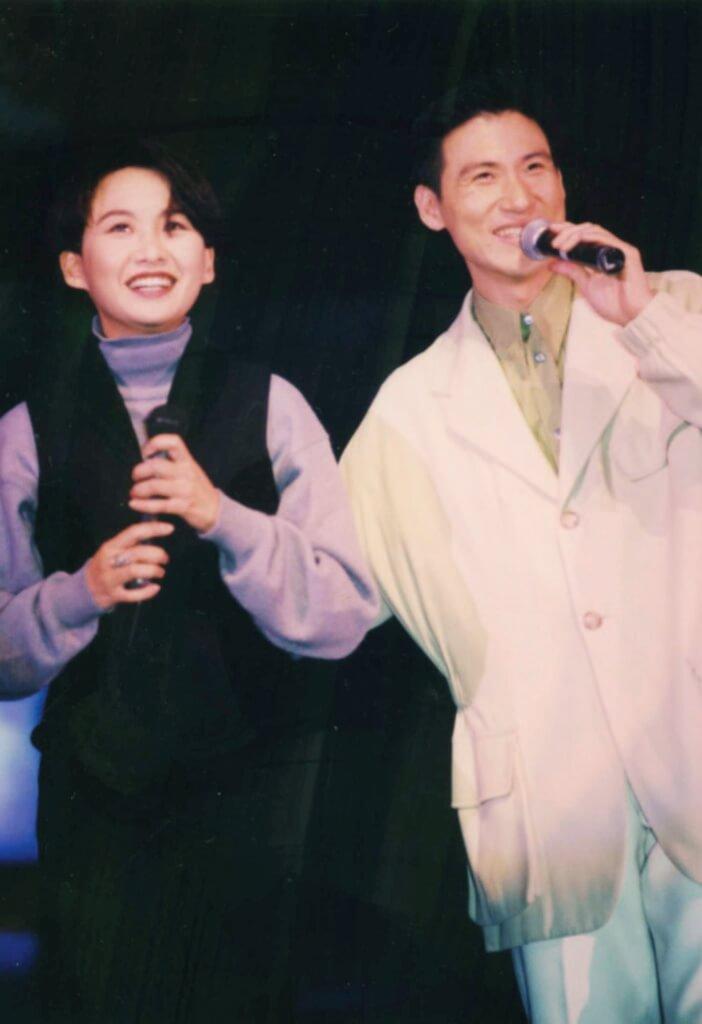 初出道與張學友合唱《相思風雨中》,成為大熱歌曲。
