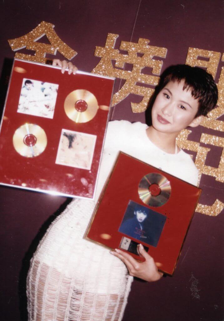 湯寶如有幾張大碟銷量不俗,歌曲之中以《緣份的天空》成績最好。