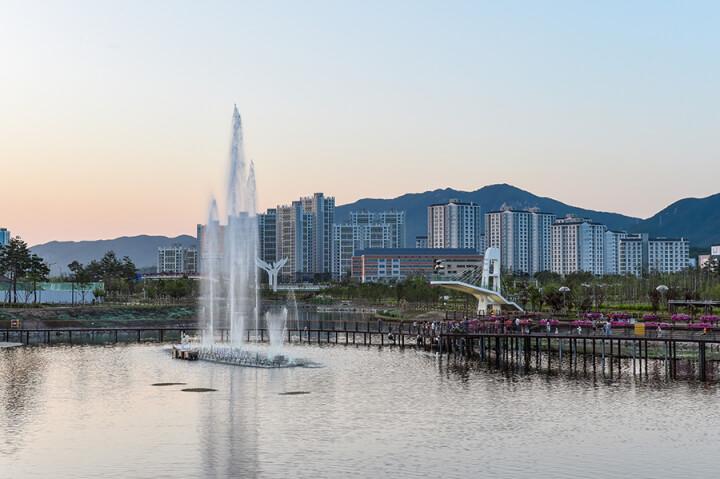 金秀賢和徐睿知在劇中於玉井公園,現已成為景點。