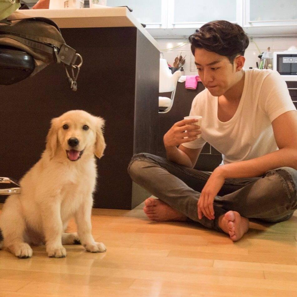 李正信堅持狗狗不肥,經常帶牠運動