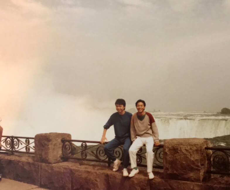 多年前與張國榮一起到多倫多登台,二人更順道一起到尼加拉瓜瀑布遊玩。