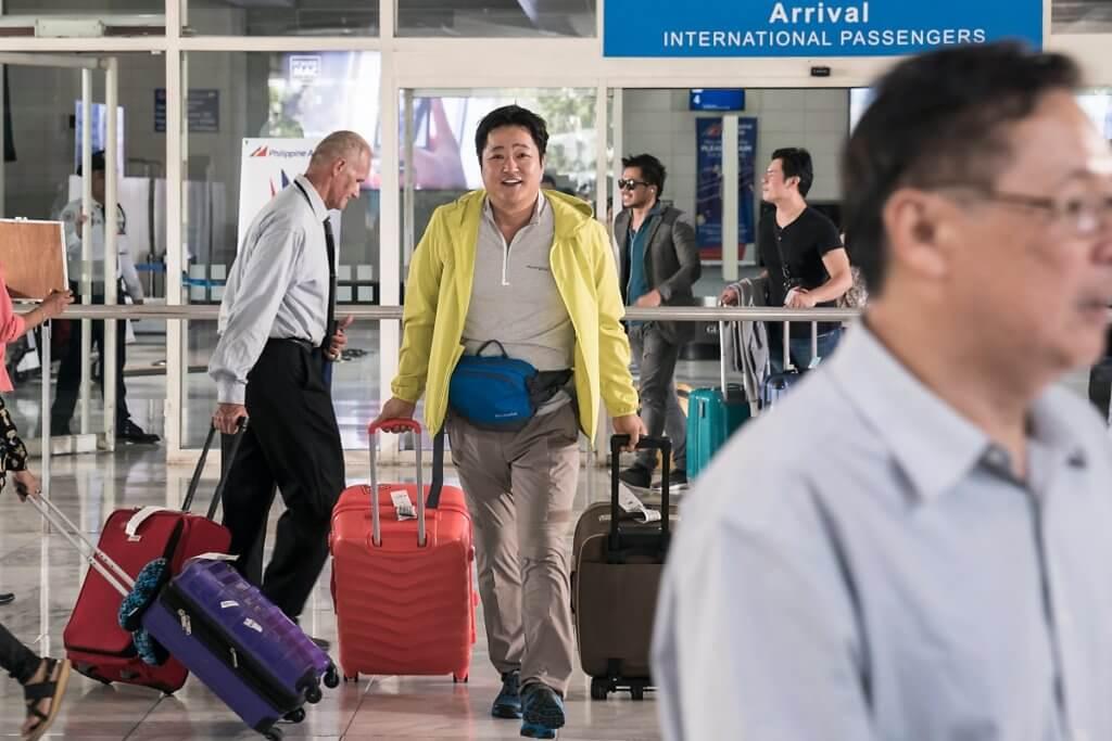 郭度沅飾演小鎮警察,到菲律賓旅遊卻無辜被陷害。