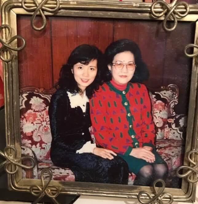 師母的媽媽是第一位香港股票女經紀,英文是自學的。
