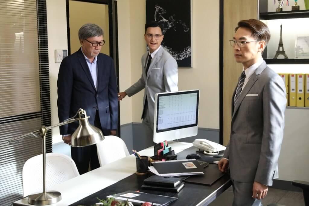 譚偉權在《途網》中飾演朱敏瀚上司,經常欺壓下屬。