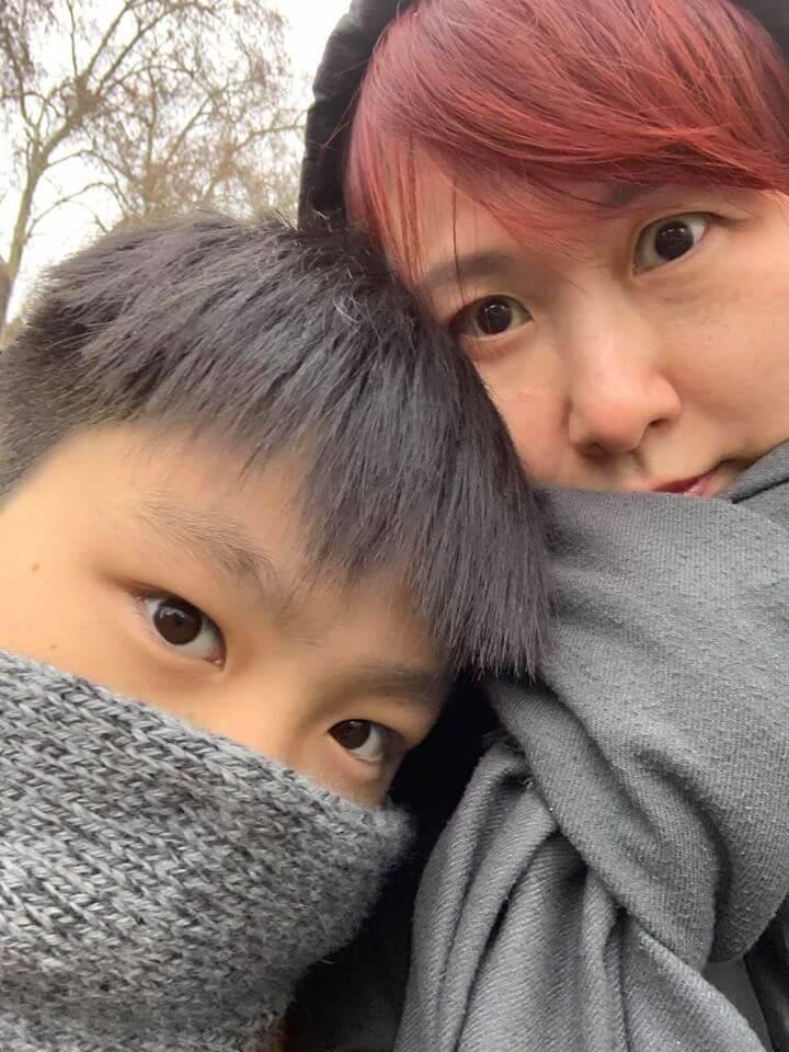 湯寶如間中上載與兒子的合照上網,不過兒子只露半張臉。