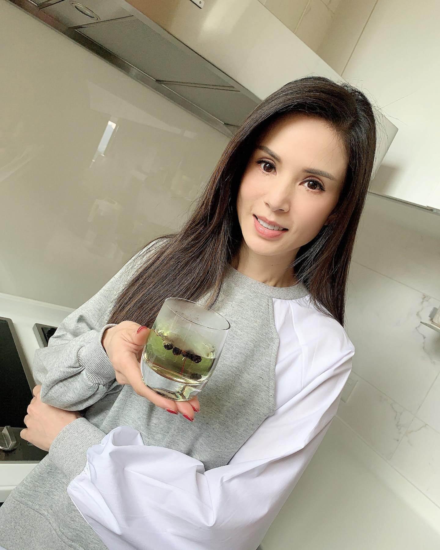 除了運動,李若彤也注重飲食健康,懂得養生之道。