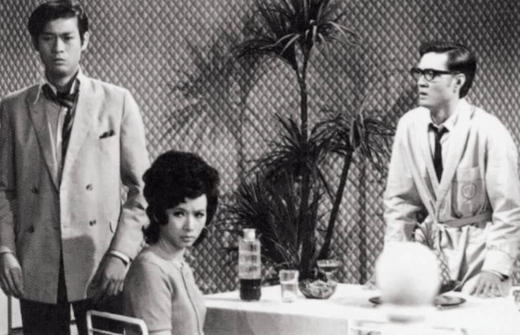 《冷暖情天》一九七一是無綫開台後第二部「長」劇。總長三十集,改編自日本作家三浦綾子在一九六四年出版的驚世小說,《冰點》。這部由鄭少秋、歐嘉慧、梁天、森森合演的言情劇,是接下來無綫劇集紛紛把中外文學搬上熒幕的起點。一樣是妒恨心重的丈夫以「女兒」報復他所懷疑的妻,五年後,有改編華嚴《七色橋》的《片斷》。