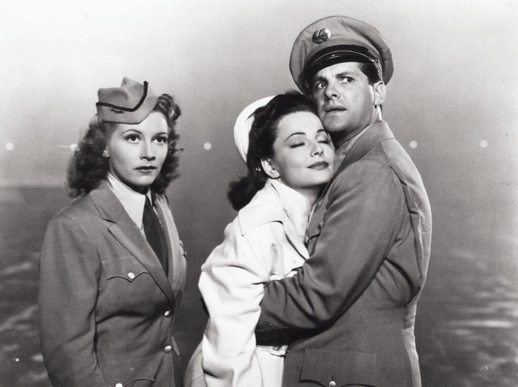 在《公主嫁到》(1943)的劇照中夏蕙蘭終於佔了個C位。到底是歐洲不知名小國的公主,因畏懼飛行,上機前吃了太多安眠藥,最後得由空姐幫忙,把她送到飛機師家中睡到醒,一覺醒來,孤男寡女,她身上還是他的睡衣,他也還不知道,她是「金枝玉葉」。這橋段如果似曾相識,也是「後來居上」的柯德莉·夏萍太搶鋒頭。