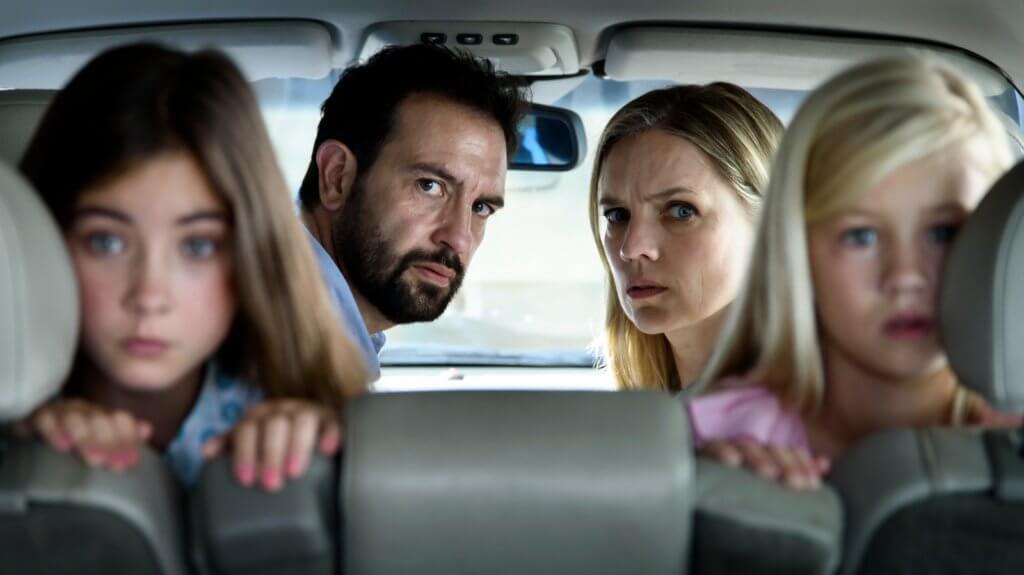 荷蘭片《憤路狂逃》描寫載着一家四口的漢斯因超速駕駛,闖出驚心動魄大禍。
