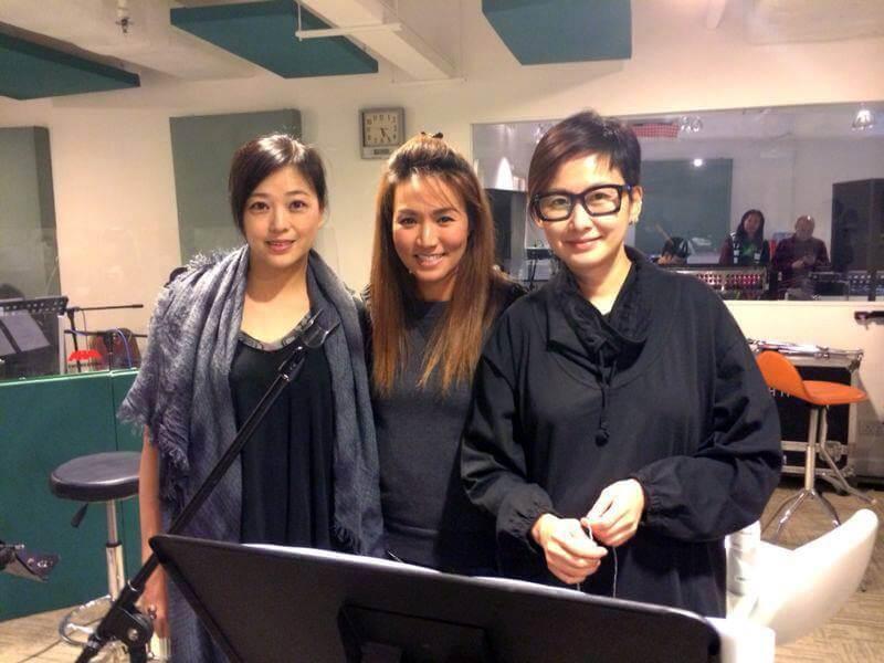 黎瑞恩、湯寶如相繼復出,很少再唱歌的劉小慧與她們重組「寶麗金小花」。