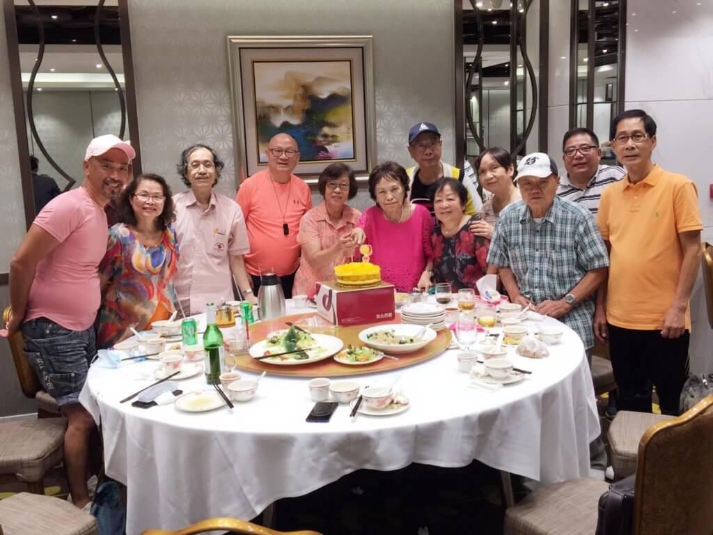 不同群組的朋友輪流和余毛姐慶祝生日,她自掏腰包請大家食飯。