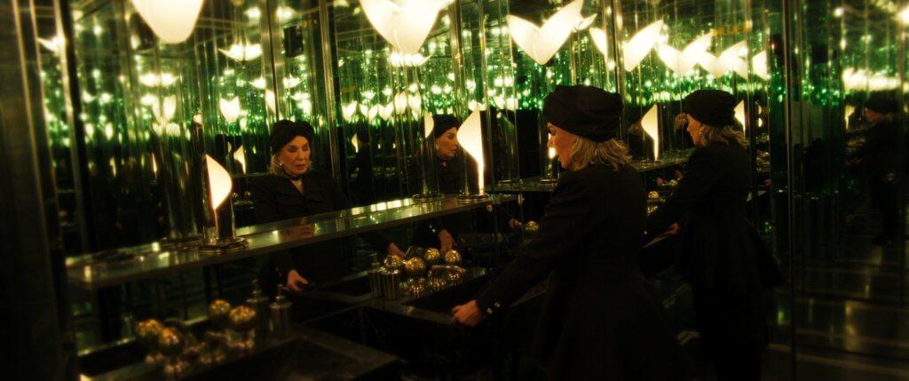 飾演過氣影后的嘉絲娜波希絲(左),是阿根廷國寶級女星。