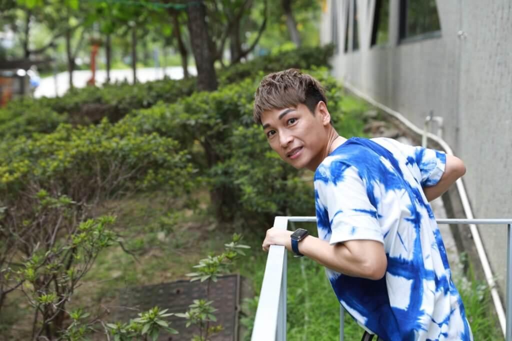 譚偉權畢業於演藝學院,是多齣舞台劇男主角,而且得過不少獎項。