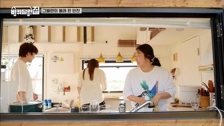 小屋設備齊全,有廚房可供煮食。
